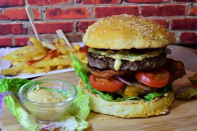 burger-3962996_640